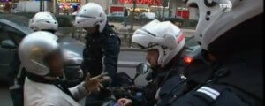 Motard ridiculisant la Police