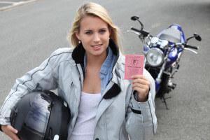 Comment réussir son permis moto du premier coup ?