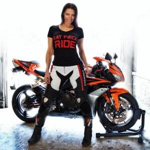 Une femme peut-elle être sexy à moto ?