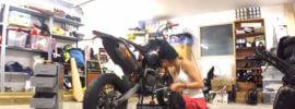 motarde femme mécanique