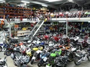 Faut-il acheter des pièces moto neuves ou d'occasion ?